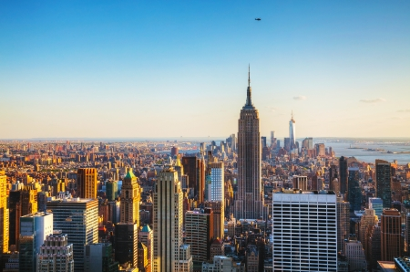 Photo pour New York City cityscape on a sunny day - image libre de droit