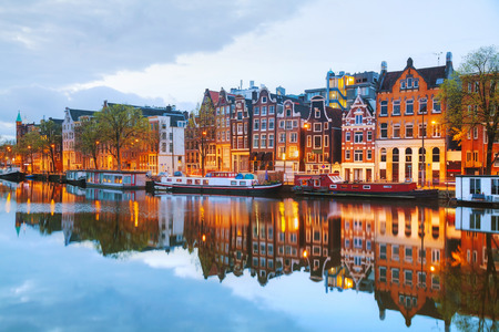 Foto de Night city view of Amsterdam, the Netherlands with Amstel river - Imagen libre de derechos