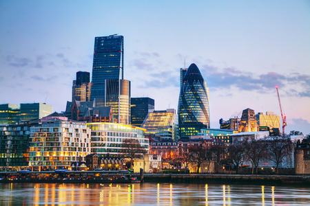 Photo pour Financial district of the City of London in the morning - image libre de droit