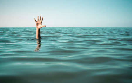Photo pour Hand in sea water asking for help. Failure and rescue concept. - image libre de droit