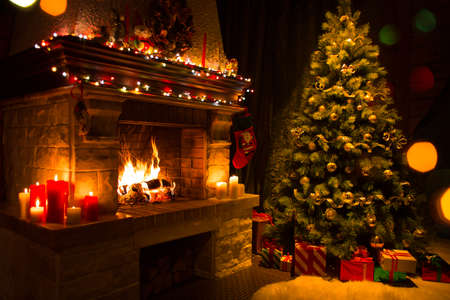 Photo pour christmas tree with gifts near fireplace - image libre de droit