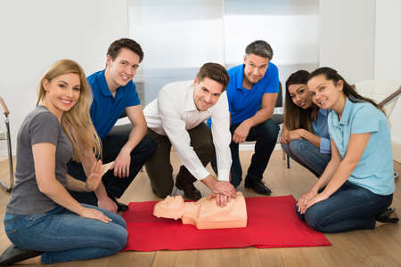 Foto de Group Of Multiethnic People In Resuscitation Training - Imagen libre de derechos