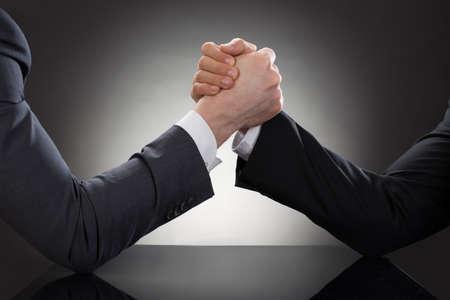 Foto de Close-up Of A Two Businessman Competing In Arm Wrestling - Imagen libre de derechos