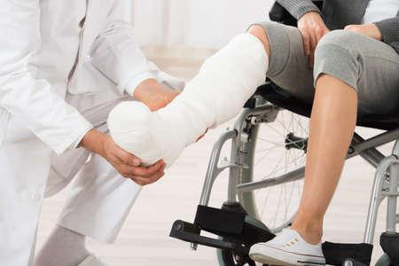 Photo pour Close-up Of Doctor Examining Leg Of Female Patient - image libre de droit