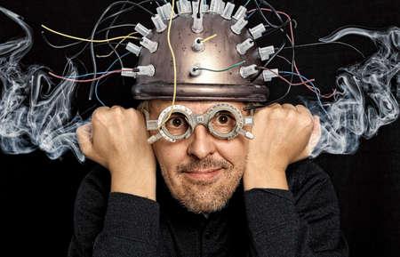 Foto de Crazy inventor with helmet for brain research - Imagen libre de derechos