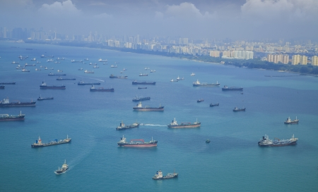 Foto de Landscape from bird view of Cargo ships entering one of the busiest ports in the world, Singapore. - Imagen libre de derechos