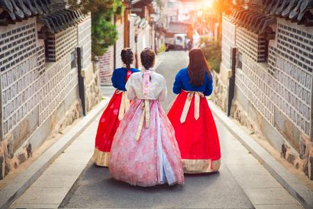 Foto de Korean lady in Hanbok or Korea gress and walk in an ancient town in seoul, Seoul city, South Korea. - Imagen libre de derechos