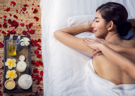 Foto de Asian lady relax with masage and spa in resort, this photo can use for skin care, spa, massage, healthy, holiday and relax concept - Imagen libre de derechos