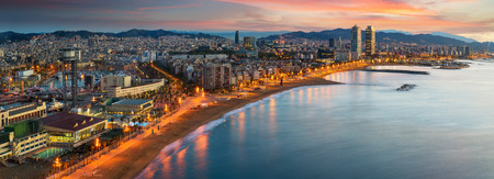 Foto de Barcelona beach on morning sunrise with Barcelobna city and sea from the roof top of Hotel, Spain - Imagen libre de derechos