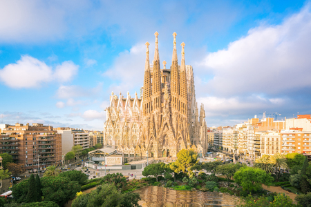 Foto de Landscape of Barcelona city from the roof top of hotal with travel point in church and park, Baecelona, Spain, Europe - Imagen libre de derechos