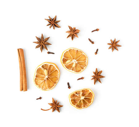 Photo pour Dry spices for mulled wine with dehydrated sliced citrus isolated on white background top view. Winter oriental condiments such as dried lemon, clove, cinnamon and anise stars - image libre de droit
