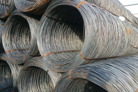 Foto de Wire rod is stored in the finished goods warehouse of the metallurgical enterprise. - Imagen libre de derechos