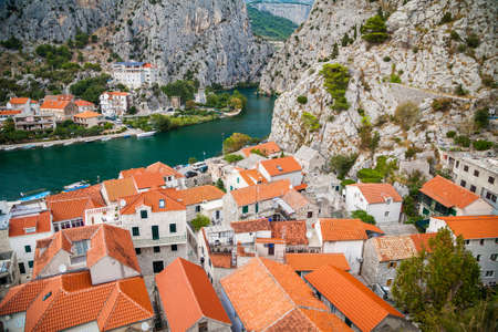 Foto de An old houses in the small town Omis and river Cetina, Makarska Riviera, Croatia - Imagen libre de derechos