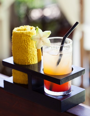 Photo pour Tropical juice and cold towel, welcome drink in the hotel and spa Outdoor background Copy space - image libre de droit