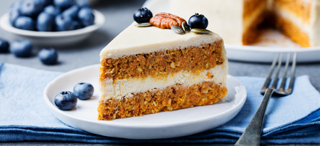 Foto de Vegan, raw carrot cake on a white plate. Healthy food - Imagen libre de derechos