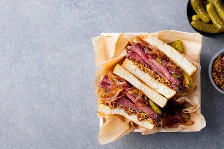 Photo pour Sandwich with roast beef in wooden box. Top view. Copy space. - image libre de droit