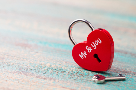 Photo pour Heart shaped padlock with a key on blue wooden background. Copy space. - image libre de droit