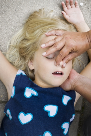 Foto de A little girl receiving mouth to mouth first aid by nurse or doctor or paramedic - Imagen libre de derechos