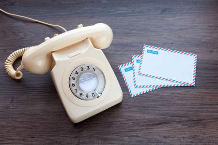 Foto de Retro telephone and blank air mail envelopes - Imagen libre de derechos