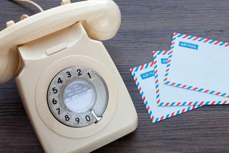 Foto de Old fashioned telephone and blank air mail envelopes - Imagen libre de derechos