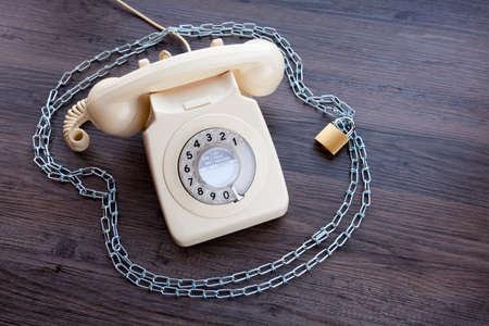 Foto de Old fashioned telephone with a padlock and chain - Imagen libre de derechos