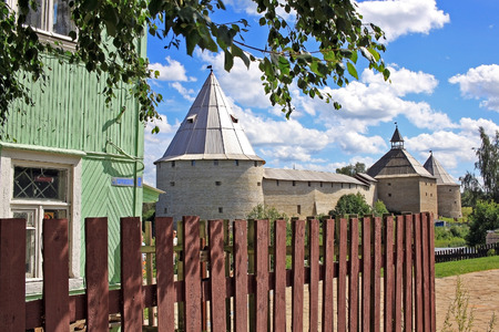 Foto de Staraya Ladoga, Russia - July 17, 2016: Old Ladoga fortress. The fortress of Ladoga was built in the 12th century and rebuilt 400 years later. It is now mostly reconstructed since being heavily damaged during World War II. - Imagen libre de derechos
