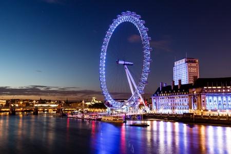Photo pour London Eye and London Cityscape in the Night, United Kingdom - image libre de droit