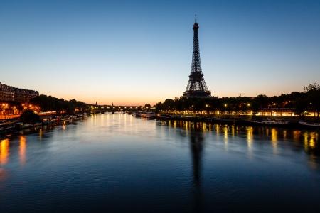 Photo pour Eiffel Tower and d - image libre de droit