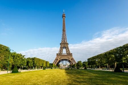 Photo pour Eiffel Tower and Champ  de Mars in Paris, France - image libre de droit