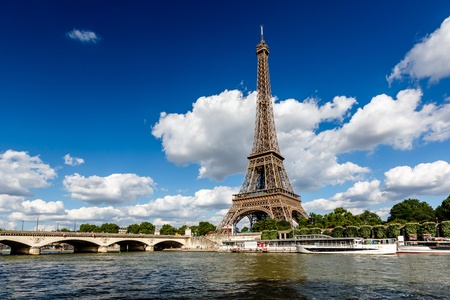 Photo pour Eiffel Tower and Seine River with White Clouds in Background, Paris, France - image libre de droit
