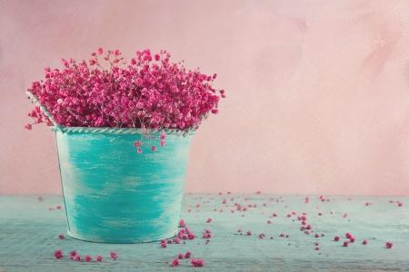 Foto für Pink dried baby's breath flowers in a blue vase on wooden vintage background - Lizenzfreies Bild