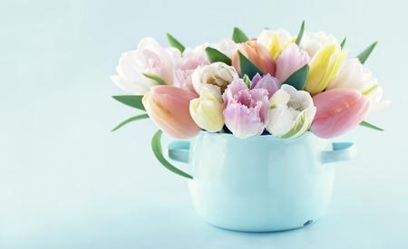 Photo pour Bouquet of spring tulips in a vintage vase on light blue pastel background with copy space - image libre de droit