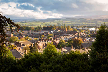 Photo pour High view of the skyline at Penrith in Cubria, England at sunset. - image libre de droit