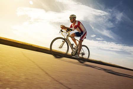 Foto de Cyclist overtaking a breeze. Triathlon - Imagen libre de derechos