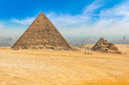 Photo pour The Egyptian pyramids of Giza on the background of Cairo. Miracle of light. Architectural monument. The tombs of the pharaohs. Vacation holidays background wallpaper - image libre de droit