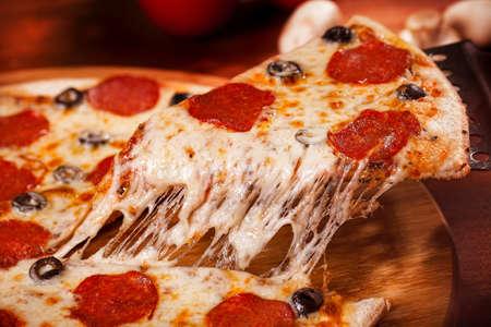 Photo pour Hot Pizza - image libre de droit