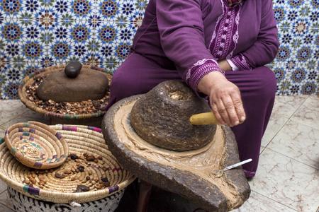 Foto de Extracting argan oil - Imagen libre de derechos