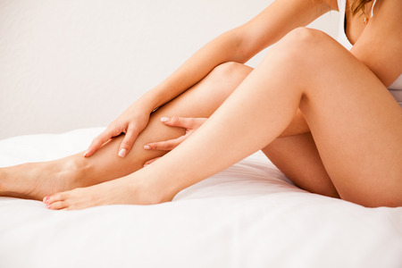 Foto de Close up of some beautiful and smooth legs from a young woman who just removed all hair - Imagen libre de derechos
