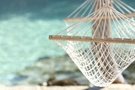 Foto de Travel concept with a hammock in a tropical beach with turquoise water in the background - Imagen libre de derechos