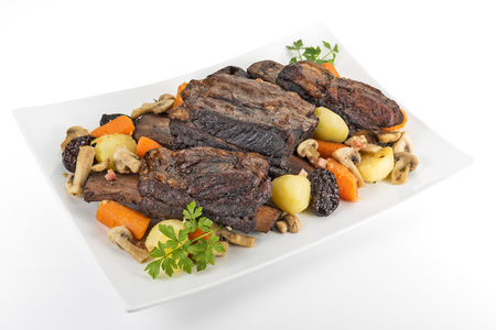 Photo pour White rectangular plate with three cooked beef ribs mushrooms carrots and potatoes isolated on white background - image libre de droit