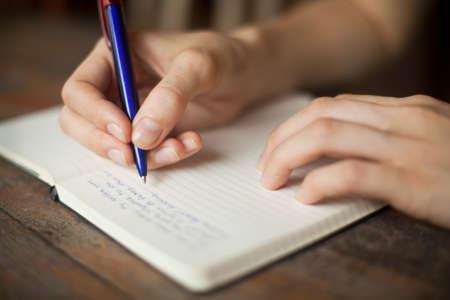 Foto de Abstract hands writing on the paper - Imagen libre de derechos