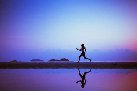 Photo pour sport background, run to purpose, woman silhouette on the beach - image libre de droit