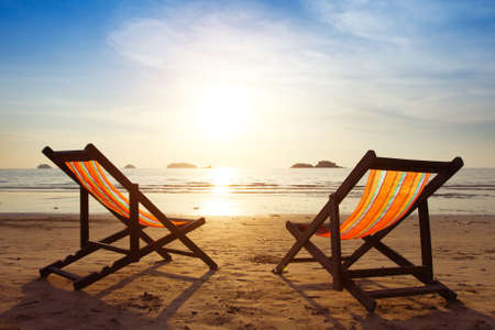 Photo pour beach, two deck chairs and blue sky - image libre de droit