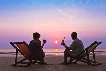 Foto de couple on the beach - Imagen libre de derechos