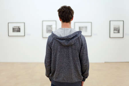 Foto de visit museum - Imagen libre de derechos