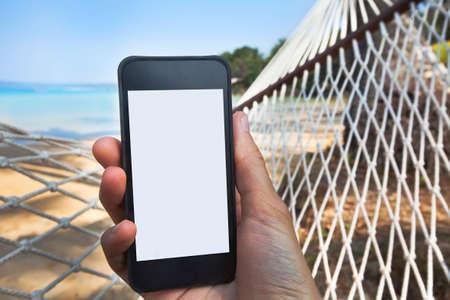Photo pour internet connection on the beach - image libre de droit
