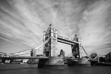 Foto de monochrome view of Tower Bridge in London - Imagen libre de derechos