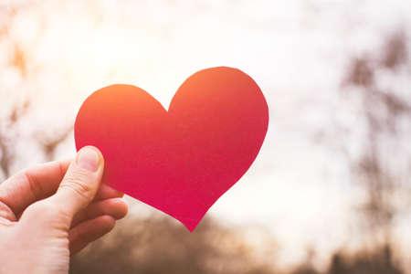Foto de valentines day card, hand holding heart, love concept - Imagen libre de derechos