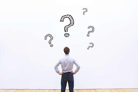 Foto de question concept, business man thinking - Imagen libre de derechos