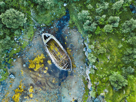 Foto de beautiful aerial shot of abandoned wooden boat on the beach - Imagen libre de derechos